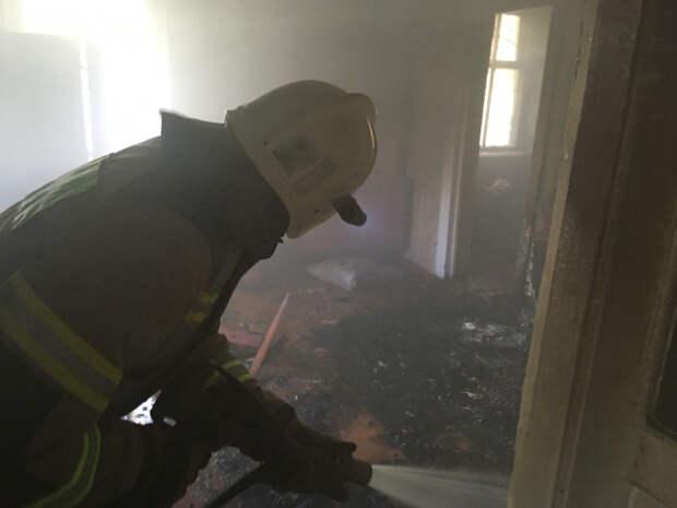 В Керчи в жилом доме загорелся балкон с вещами