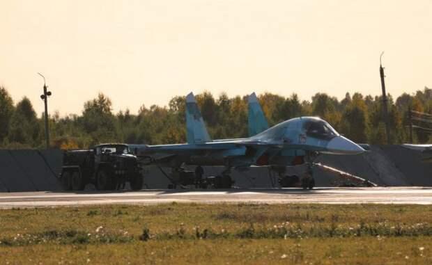 Истребители-бомбардировщики Су-34 ЦВО выполнили ночной полет встратосферу