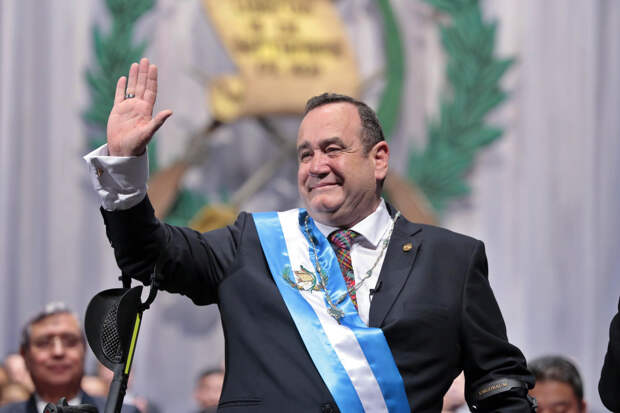 Генпрокуратура Гватемалы подозревает россиян в даче взятки президенту страны