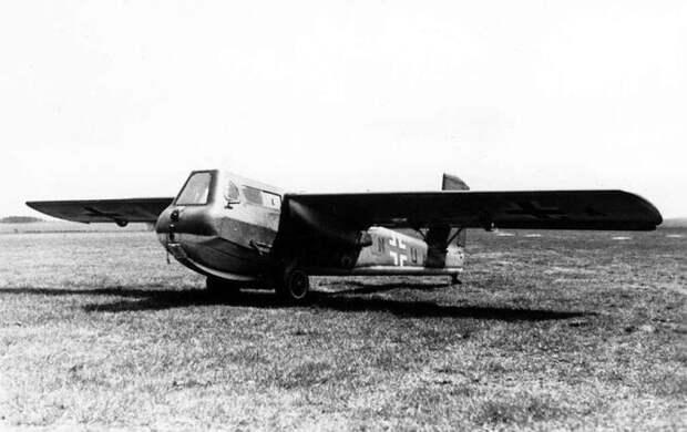 Blohm & Voss Bv 40 – единственный в мире одноместный немецкий планер-истребитель, предназначавшийся для перехвата тяжёлых американских бомбардировщиков B-17. Это была попытка совместить дешёвое производство, высокую манёвренность и прочную броню в крохотном летательном аппарате. Несмотря на относительно успешные испытания, проект был свёрнут осенью 1944 года.