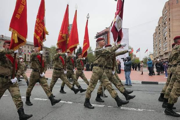 Парадные расчеты дивизии Дзержинского прошли по улицам Балашихи
