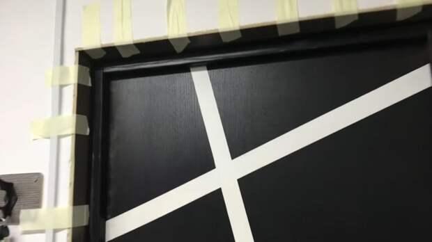 Не выбрасывайте остатки ламината после ремонта: практичная идея для оформления откосов окна и двери