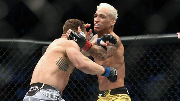 Оливейра нокаутировал Чендлера и стал новым чемпионом UFC в лёгком весе