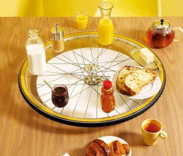 Поднос для завтрака из старого велосипеда