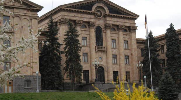 Парламент Армении оказался распущен из-за своего же «молчания»