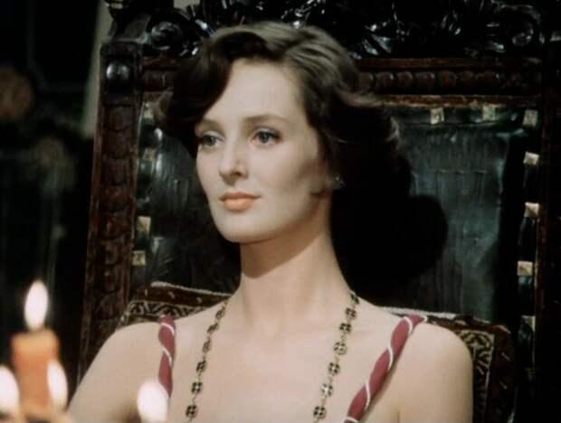 Куда пропала изысканная леди Камилла из детектива «Чисто английское убийство»