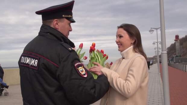 Женщины остались довольны поздравлением МВД и МЧС с 8 Марта