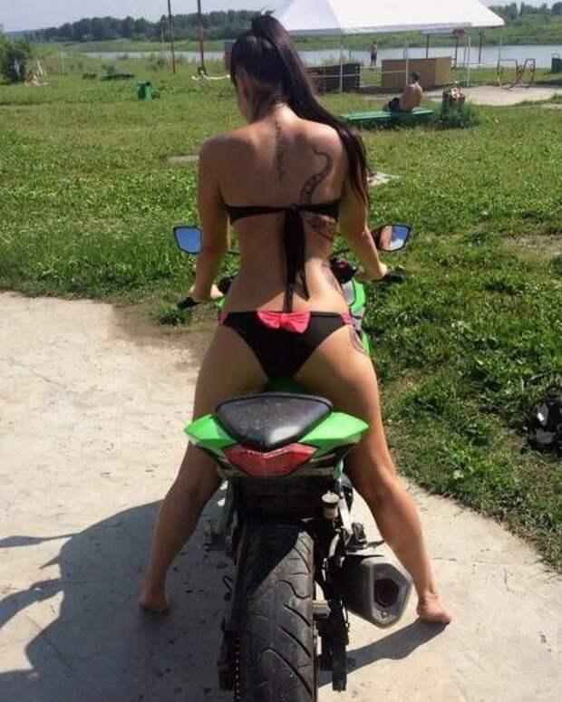 Девушки забавляются