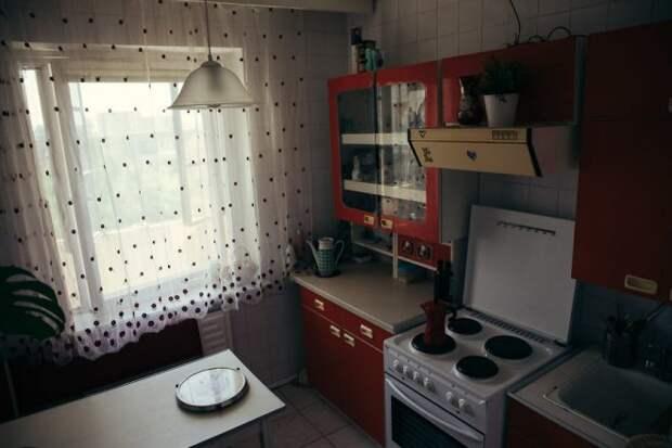 Влюбленная пара вдохновилась сериалом «Чернобыль» и оформила квартиру в советском стил