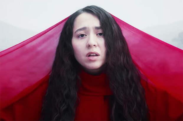 """Манижа в клипе на песню """"Держи меня земля"""""""