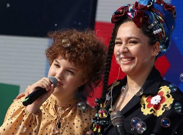 Школьница из Краснодара выступила на одной сцене с Манижей