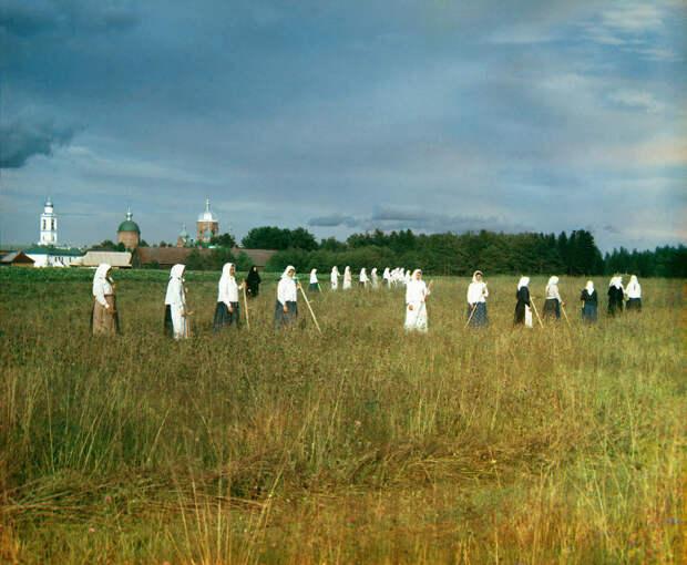 Послушницы женского монастыря. /Фото: Прокудин-Горский
