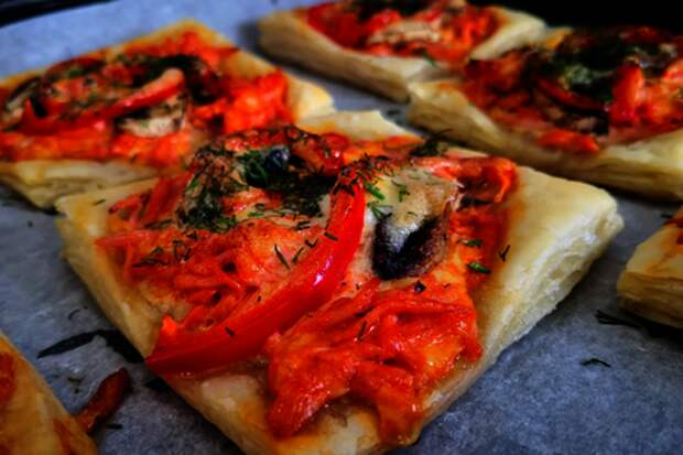 Мини-пицца из слоёного теста