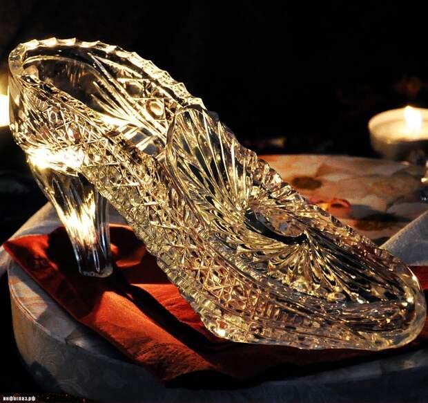 А как Золушка планировала носить туфельку из хрусталя?