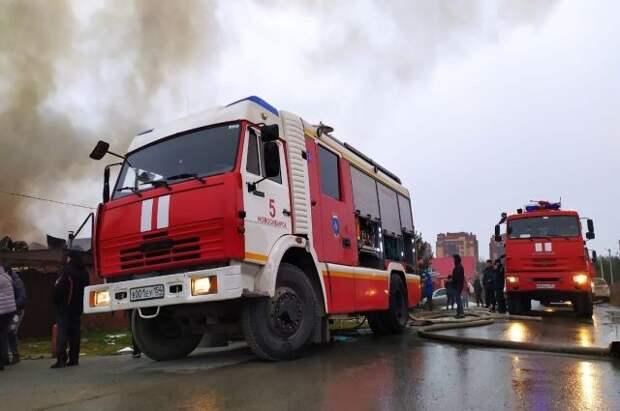 В Санкт-Петербурге горит цех Ижорских заводов