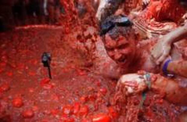 Традиционная томатная битва прошла в Испании