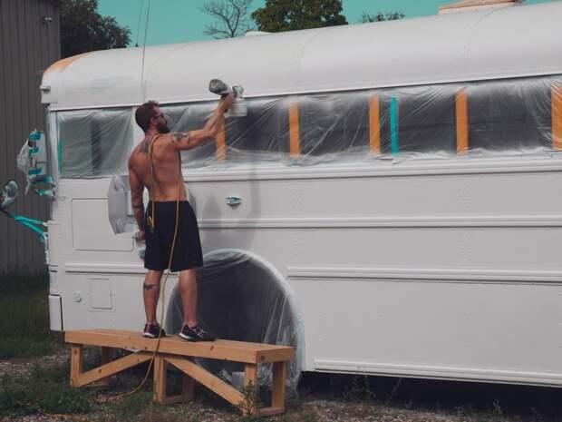 Они продали все имущество, приобрели школьный автобус и превратили его в дом мечты!