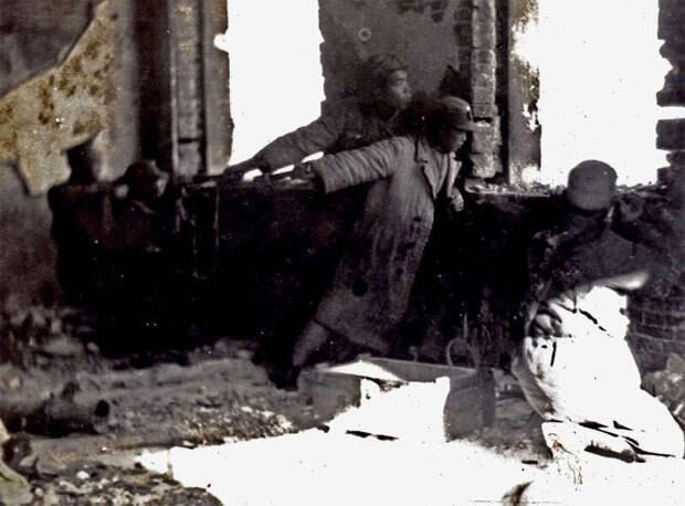 Китайцы в уличных боях, с гранатами немецкого образца axishistory.com - Шанхай-1932: проба сил перед большой войной   Военно-исторический портал Warspot.ru