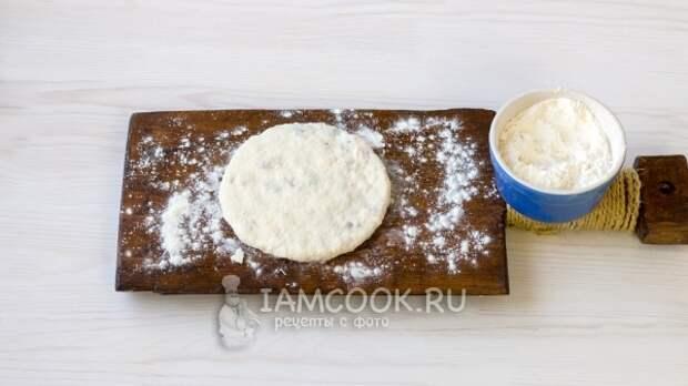 Раскатать тесто с начинкой