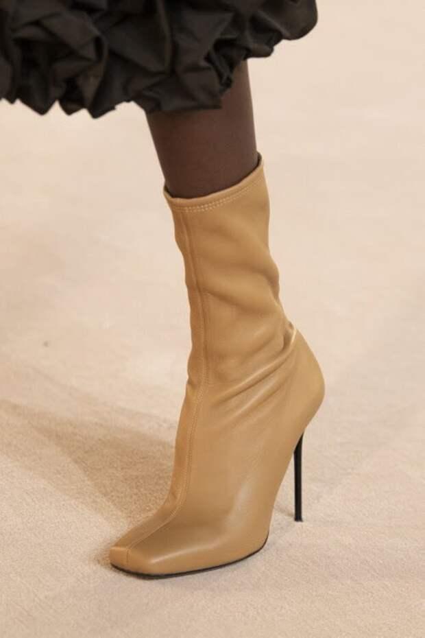 Модная женская обувь на осень 2020: база и горячие тренды