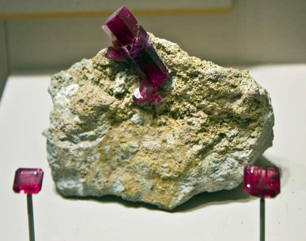 5 место. Красный берилл, или биксбит — весьма редкая разновидность берилла. Добывается только в американских штатах Юта и Нью-Мексико. (Orbital Joe)