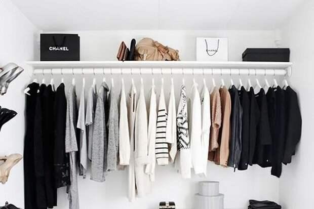 Шкаф переполнен одеждой? Как развесить вещи в шкафу, чтобы стало больше места