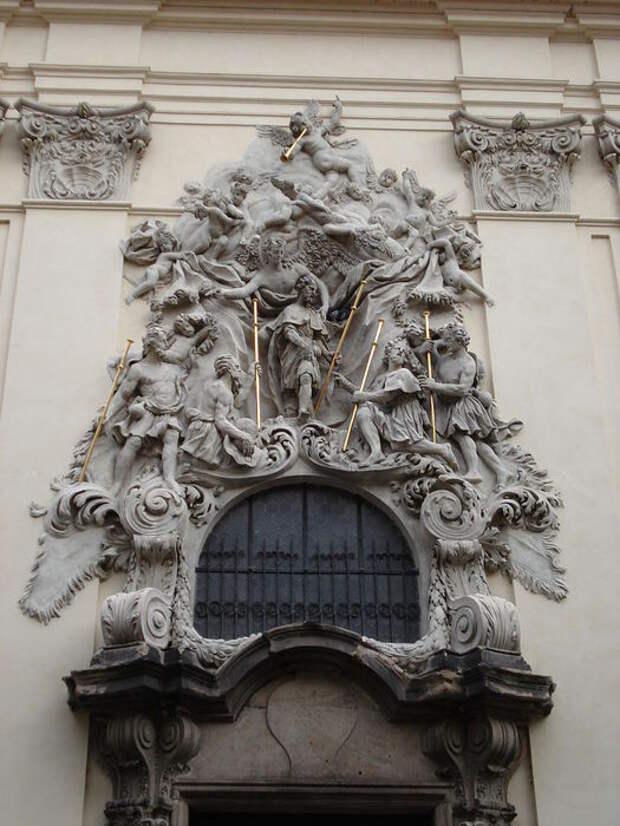 Church_of_the_Virgin_Mary_Before_Tyn_(8349054152) (525x700, 76Kb)