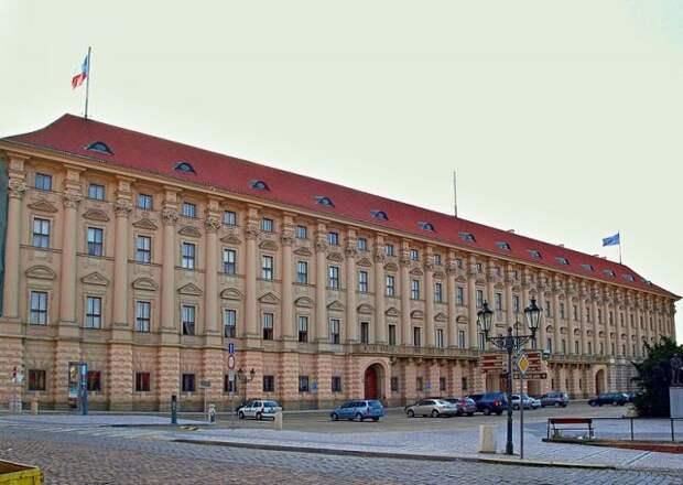 Глава МИД Чехии допустил возможность высылки 60 российских дипломатов