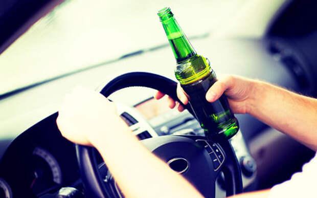 Водитель пошел на таран, чтобы отомстить за попавшую в автомобиль бутылку