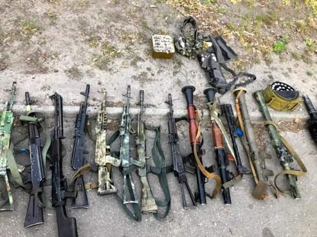 Тайник ВСУ с внушительным арсеналом оружия обнаружили в Донбассе