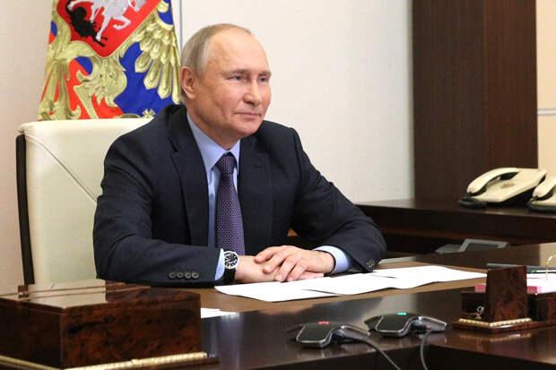 Путин разрешил переводить деньги физлицам через анонимные кошельки