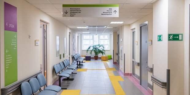 В находящемся на капремонте здании поликлиники на Инженерной монтируют медоборудование