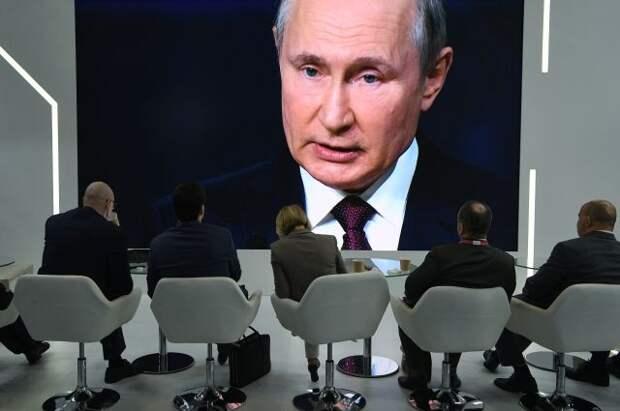 Путин назвал абсурдными политические запреты на доступ к вакцинам от COVID