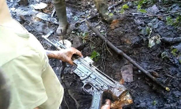 Черные копатели обнаружили оружейный клад: немецкий блиндаж копали весь день