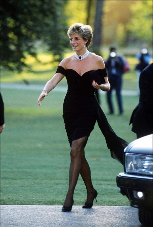 Принцесса Диана в платье Christina Stambolian, 1994