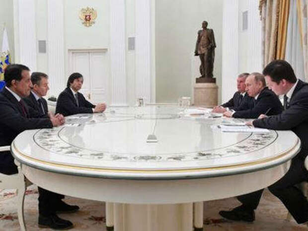 Владимир Путин встречается в Кремле с участниками сделки