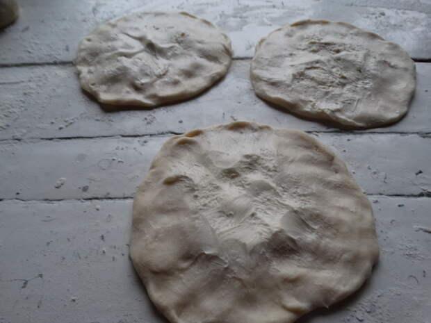 Пышнющие, пористые и слоистые лепёшки на сковороде. Рецепт наш, семейный