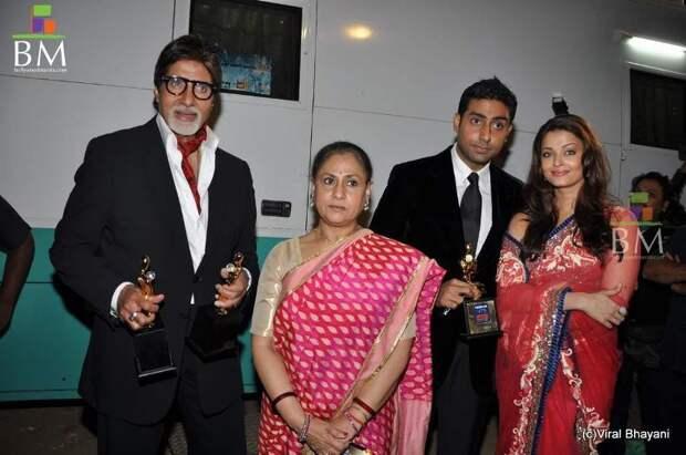 Амитабх Баччан, Джая, Абхишек и Айшварья Рай. Фото