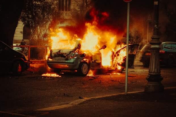 Житель Удмуртии поругался с сестрой и сжёг её машину