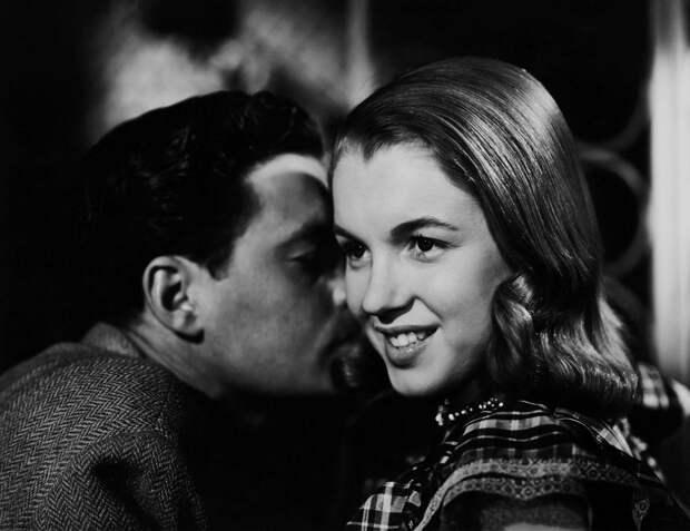 Блондинку не узнать! 22 редкие фотографии легендарной актрисы Мэрилин Монро
