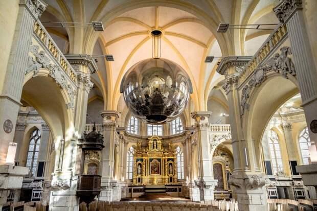 Концертный зал в капелле XVII века во Франции