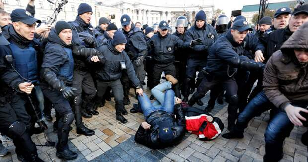 В Киеве «Конопляный марш» закончился дракой националистов с полицией