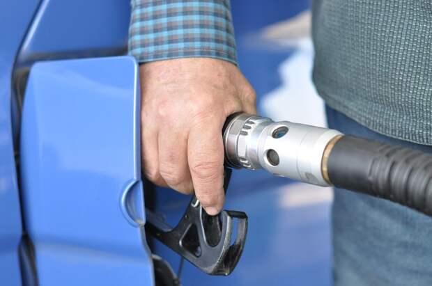 Росстандарт: каждая пятая АЗС недоливает топливо