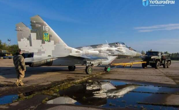Госкомпания Азербайджана заправит боевую авиацию Украины белорусским керосином.