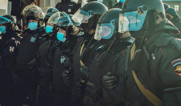 Наовощной рынок вРостовской области прибыли военные ибойцы ОМОНа