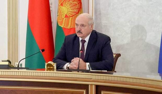 Политолог сравнил Лукашенко со старухой у разбитого корыта