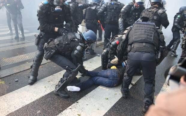 Солидарных с Палестиной парижан жестко разогнали газом и водометами