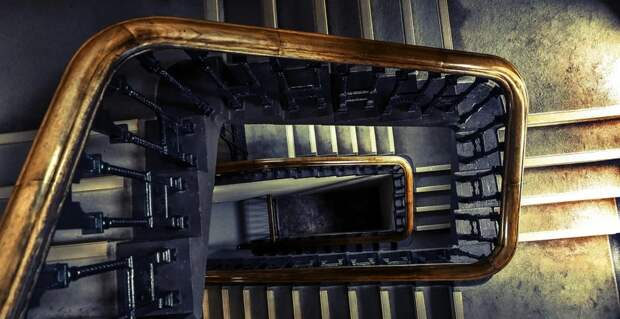Крымский пенсионер умер из-за неработающего лифта