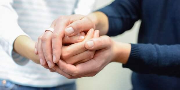 В центре соцзащиты на Новгородской пенсионерам помогают регистрироваться для участия в программе «Миллион призов»