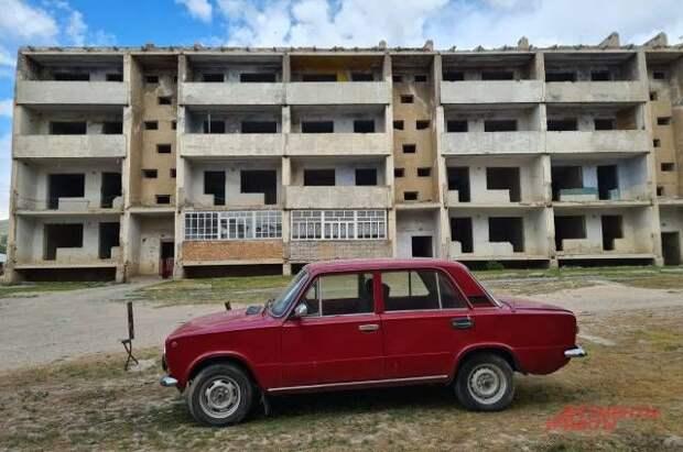 «Руины, зомби и страх». Как развалились города Киргизии после распада СССР